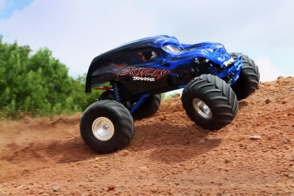 TRAXXAS® The Fastest Name in Radio Control Skully XL-5 blau