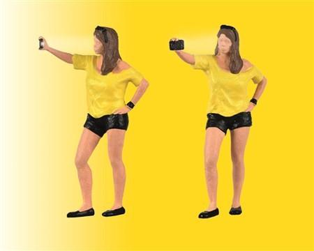Viessmann 1551 Frau schießt Selfie mit Blitzlicht