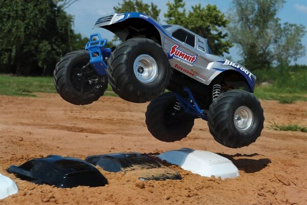 TRAXXAS® The Fastest Name in Radio Control BIGFOOT® XL-5 silber